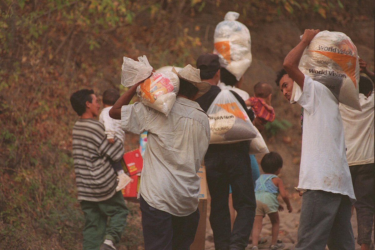 1974-Respuesta Humanitaria al Huracán fifi
